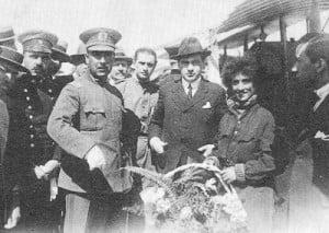Adrienne Bolland General Luis Contreras, Inspector de Aviación, Presidente Sr. Arturo Alessandri Palma y aviatriz Adrienne Bolland