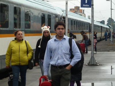 Pasajeros bajando del tren