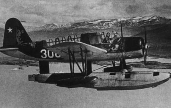 Dos Aviadores Pioneros en la Antártica: Arturo Parodi y Félix Tenorio